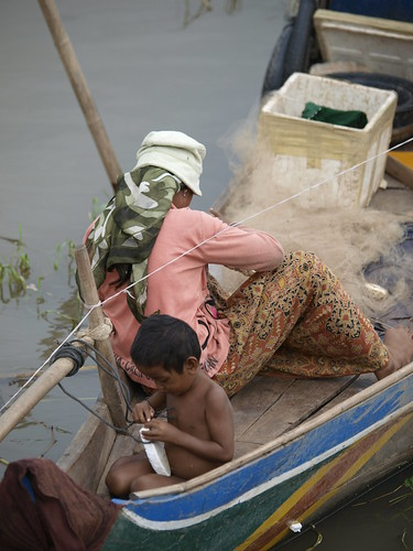 Woman in small-scale fisheries, Cambodia, photo by Jamie Oliver, 2008