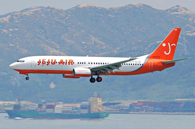 Jeju Air Boeing 737-800; HL8239@HKG;31.07.2011/614hu
