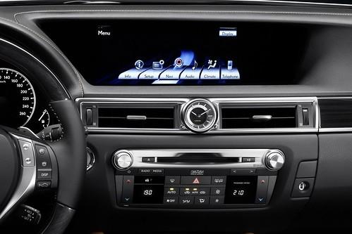 2013-Lexus-GS-14
