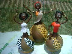 DSC06976 (Dani Oliveira- Arte em Cabaa e Biscuit) Tags: artesanato biscuit negras africanas cabaas