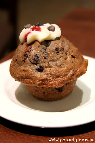 Mixed Berry and Choc Chip Muffin, Muffin Break