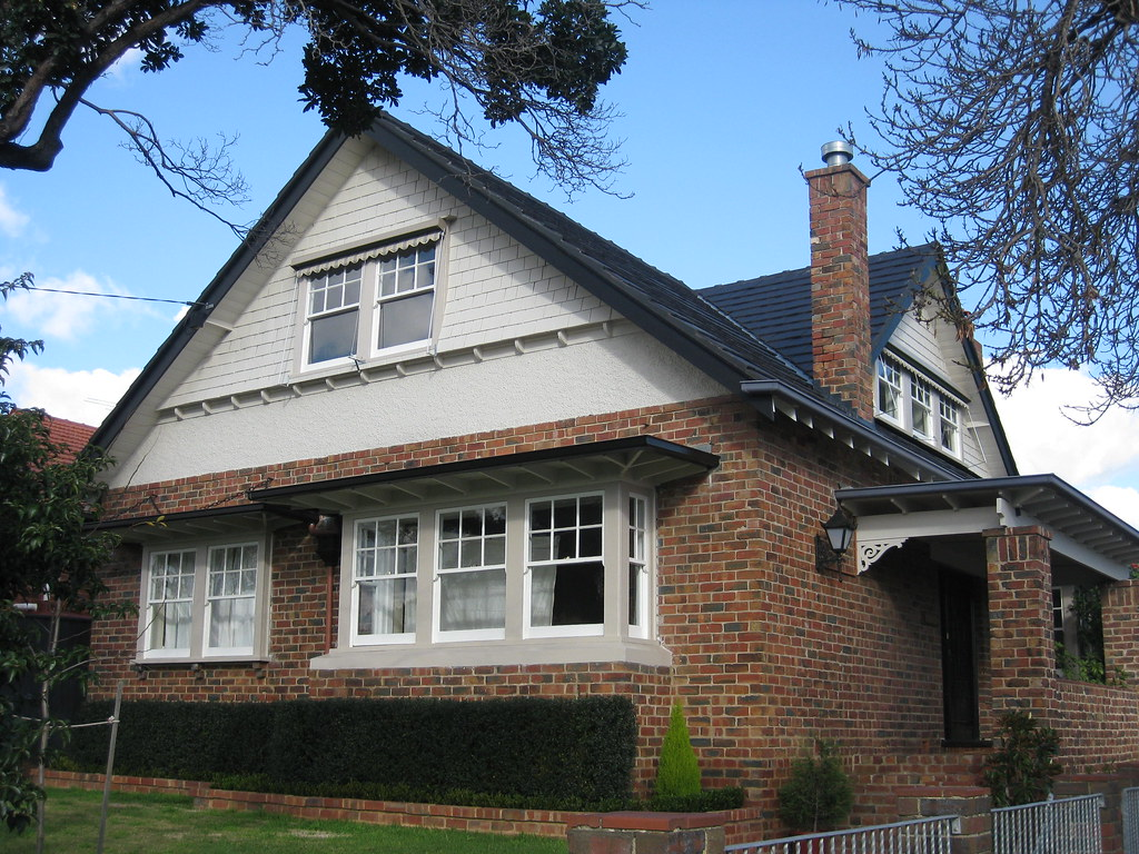 An Arts and Crafts Style Villa - Essendon