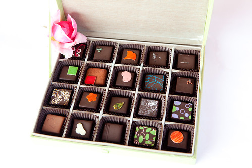 20-piece silk box of chocolates