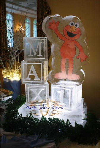Elmo & MAX Cubes ice sculpture