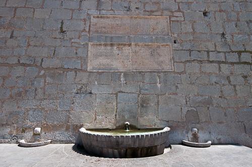 La fuente de la Petxina en el casco histórico de Peñiscola