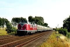 DB 'V200' on 'Eil-Zug' to Kiel (Kingmoor Klickr) Tags: bad eisenbahn db kiel braunschweig 220 goslar lüneburg v200 harzburg 0657 kreiensen baureihe220 dorstadt gordonedgar