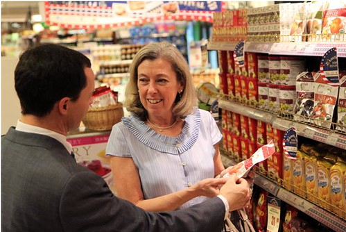 Foreign Agricultural Service Acting Administrator Suzanne Heinen discusses U.S. products with Ralph Bean, director of the Agricultural Trade Office in Beijing, during a BHG promotional event.