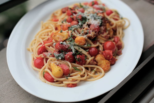 bucatini with cherry tomatoes, pancetta & basil