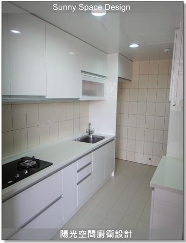 廚房設計-中和連城路曹設計二字型廚具:韓國人造石+木心板桶身+六面結晶鋼烤門板+門板崁G型鋁把手-陽光空間廚衛設計