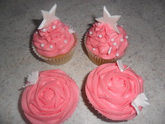 pretty pink roase swirl cupcakes (Sprinkled With Love cupcakes by lizzie sprinkledwi) Tags: birthday wedding cakes cake glitter stars cupcakes yahoo google large masks lizzies these muffin edible flikr bing harlequin buttercream birrthday pinkcupcakes fondantstars lizziescakes
