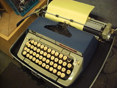 The typewriter used by John Fante and Dan Fante (Seagreen Digital) Tags: dog classic dan buildings john reading los poetry angeles skylight books smith off literature corona short question poet change writer tall 12 feliz author answer spitting memoir chump fante typwriter 86d