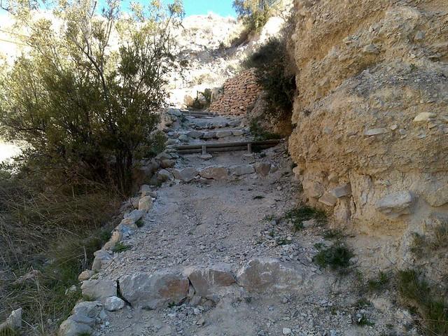 Tolls del Salt jijona xixona alicante proyecto senda restauración forestal camino escalón barandilla