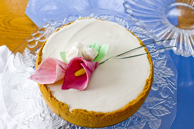 Decorated Cheesecake with Sugar Flowers 1