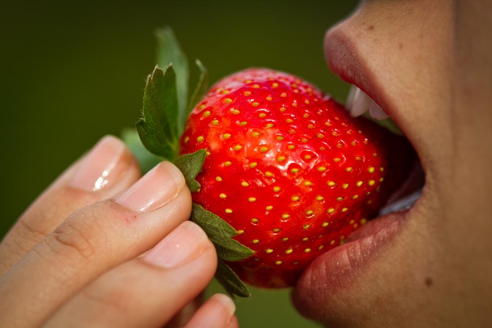 El sabor dulce, ácido, aromático y característico de la frutilla, un manjar para saborear.(Tetsu Espósito)