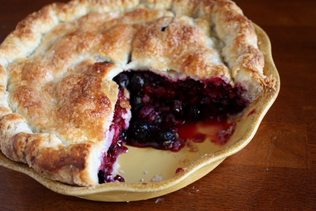 Summer berry pie