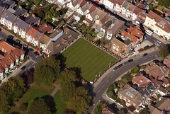 Waverly Bowls Club (Silly Little Man) Tags: road park roof england sky house tree green grass club airplane fly flying high view aviation south flight lawn aerialview hampshire aeroplane aerial bowling portsmouth bowls aerialphotography birdseyeview cessna waverly southsea birdseye 172 airview