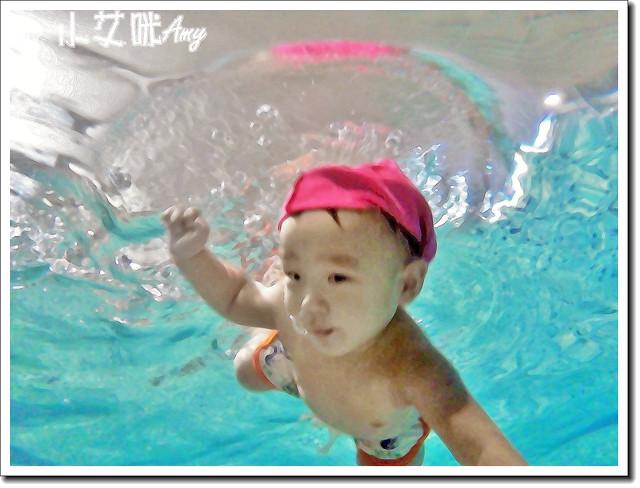 小卡游泳1