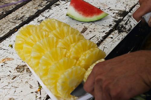 Hora de reabastecer - abacaxi e melancia no cardápio