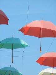 Evora - Antigos celeiros 19 (luco*) Tags: blue sky portugal azul bleu ciel ha umbrellas antigos vora chapeus muitos parapluies celeiros flickraward ebora flickraward5 flickrawardgallery