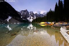 """1- Imagenes sabatinas antiplumas!! """"Reflejos en el lago Moraine""""para mama Altagracia Aristy, que tiene un garrote grandiiiiiiisimo para pegarmelo entre las costillas!Un abrazo y bendiciones!Moraine lake, Banff, Calgary, Canada. (Cimarrn Mayor !!!7,000.000 DE VISITAS, GRACIAS!!) Tags: reflection calgary sol landscape lago nationalpark illumination paisaje bosque nubes reflejo banff canad montaas rayos panta morainelake rocosas dominicano canoneos7d canon7d cimarronmayor lagomoraine paisajesbanff7 lente1022mm rocosasdecanad lagosdebanff"""