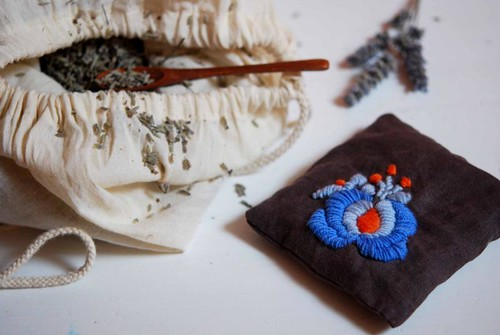 futuregirl craft blog : Tutorial: Embroidery On Felt