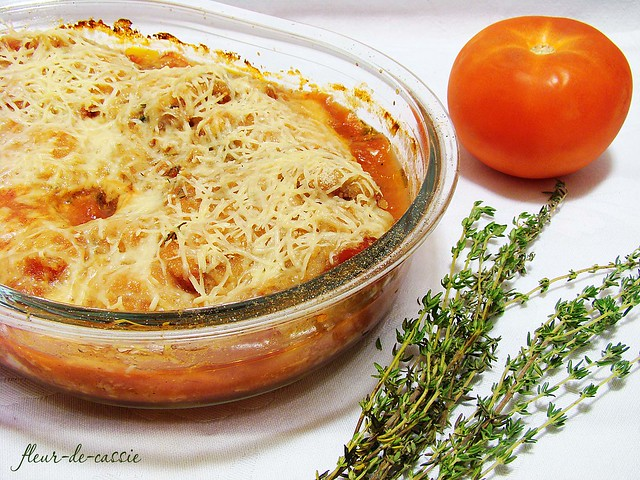 куриное филе в томатном соусе под сыром