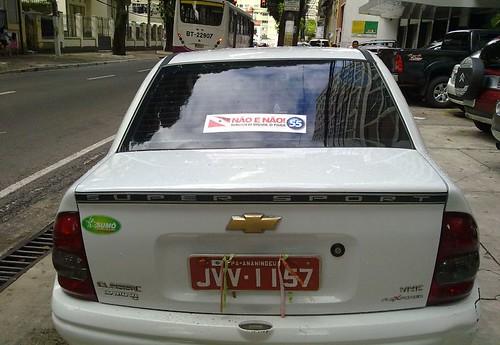 """Táxi com a propaganda do """"não"""" em Belém, onde a lei não é cumprida."""