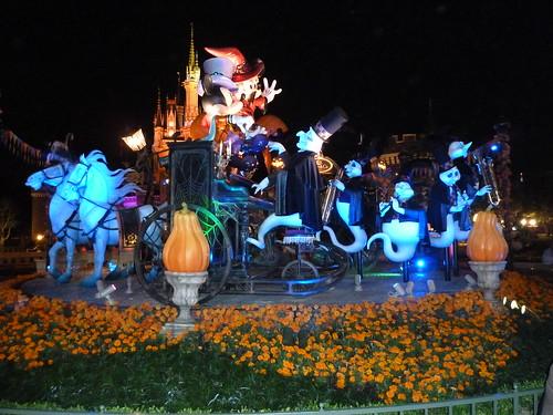 シンデレラ城とデコレーション (夜)