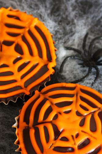 spider web cupcake 3298 R