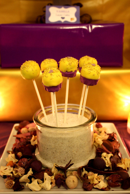 30th Birthday: Golden-Violet - Dessert & Party Table Theme - Cupcake Pops