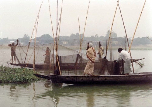 Small scale fisheries in Bangladesh. Photo by WorldFish, 2005.