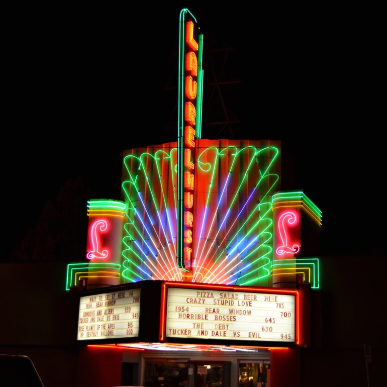 DSC_0770p_laurelhurst_theater_neon