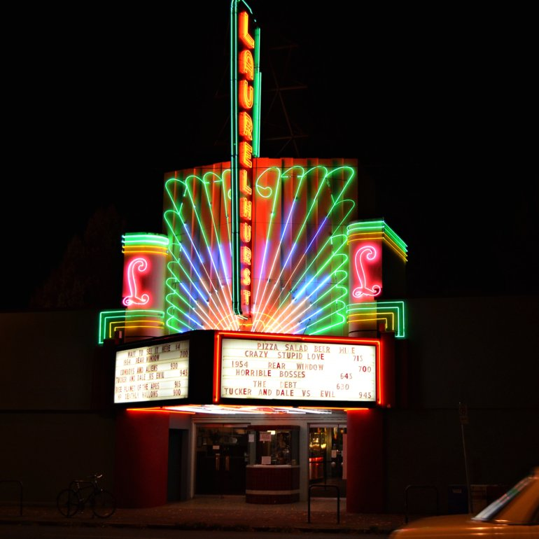DSC_0772p_laurelhurst_theater_neon