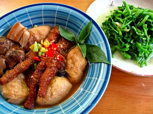 IMG_0370 Lunch : 凤爪焖冬菇和豆腐卜 ,清炒西洋菜