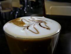 the first christmas coffee // el primer caf navideo (Athesa) Tags: christmas tree glass coffee caf del de arte chocolate syrup latte expresso pino leche vaso moka mquina espuma navideo cafena sirop