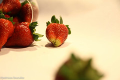 sttil01-48 (Patricia Barcelos) Tags: frutas still sexo morango pimenta sensualidade imaginao calcinha sexualidade afrodisiaco patriciabarcelos patbarcelos patfotgrafa