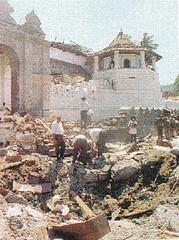 Imagen del estado del Templo del diente de Buda después del atentado tamil