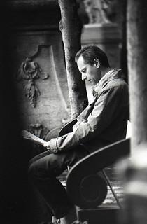 Leggendo un giornale