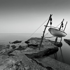 Sea (Robert Mehlan) Tags: ocean sea bw white black art robert canon meer silent kunst himmel 5d weite morgen horizont mkii langzeitbelichtung morgenstimmung vollformat mehlan canon5dmkii robertmehlan