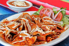 Chilaquiles (Ana Encinas.) Tags: chile food cheese breakfast canon tomato mexico eos beans traditional comida mexican queso mexique desayuno tortilla mexicano tomate frijoles messico chilaquiles jitomate 550d t2i anaencinas