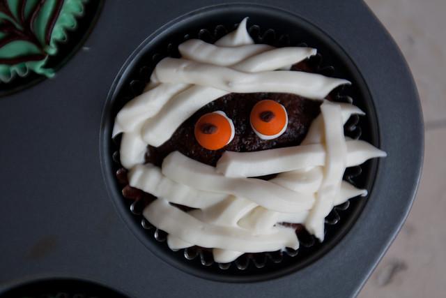 Easy Mummy Cupcake
