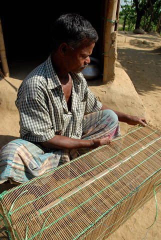 Making fishing equipment, Bangladesh. Photo by WorldFish, 2007