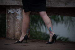 9721tw (Chico Ser Tao) Tags: street brazil woman sexy braslia brasil walking women df highheels legs mulher pernas rua mulheres tatoo voyer distritofederal tatuagem saltoalto voyerismo