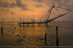 KOCHI/fishy sunset (inigolai) Tags: asia india kerala kochi cochin sunset fishing water landscape chinesefishingnets nets colors clouds silhouettes travel traveller travelplanet olequebonito gonewiththewind zd olympus e3 1260mm wideangle atardecer nubes light beautiful perfectcomposition explore stunning worlwidetravelogue theworldoftravel fotoviajeros travelphotography