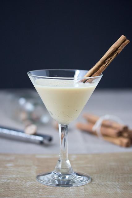 Cinnamon Bun Bite Eggnog Martini