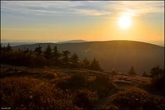 Cadillac Mountain (leuntje) Tags: sunset usa maine newengland explore mountdesertisland sunflare cadillacmountain acadianationalpark frenchmanbay