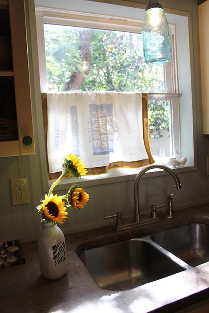 5 Minute Diy Vintage Flour Sack Kitchen Curtain Kara