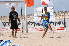 IMG_1796 (Streamer -  ) Tags: ocean sea people men beach sport festival pull gold cycling football women  competition running rope medal course yam winner junior trophy volleyball athletes streamer    matkot                tzalam         eventswimming