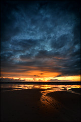 vende sunrise - [EXPLORED #130] (philippe MANGUIN photographies) Tags: sunset sea mer france beach sunrise sand nikon europe vendee plage vende d90 loireatlantique notredamedemonts saintjeandemonts labarredemonts mygearandme philippemanguin