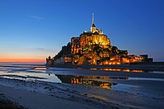 Le Mont St. Michel (FH | Photography) Tags: france frankreich symbol tide kathedrale kirche unesco normandie michel kloster montstmichel worldheritage nachtaufnahme weltkulturerbe denkmal ebbe gott abends blauestunde pilgern pilgersttte versandet frankherrmann gaube
